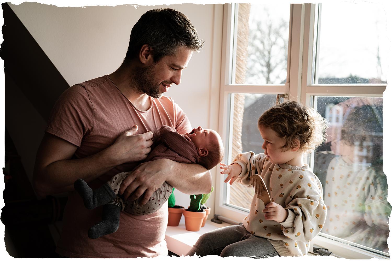 babyfotograaf Gelderland newbornfotoshoot lifestyle - kleine baby